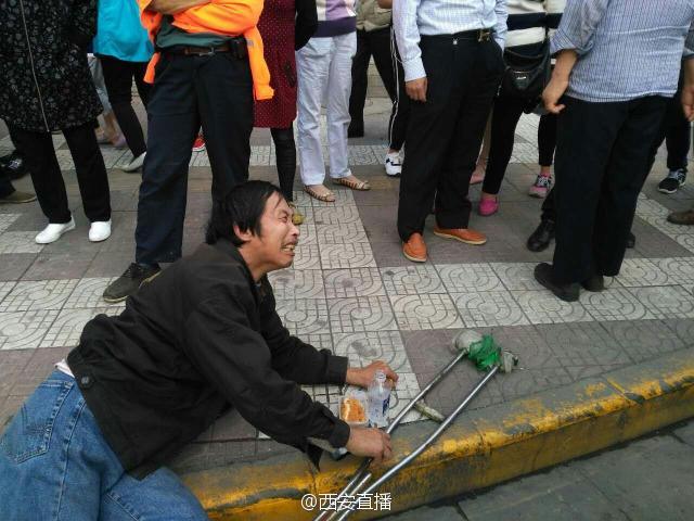 男子晕倒西安街头 接过钱后瞬间不晕 - 周公乐 - xinhua8848 的博客