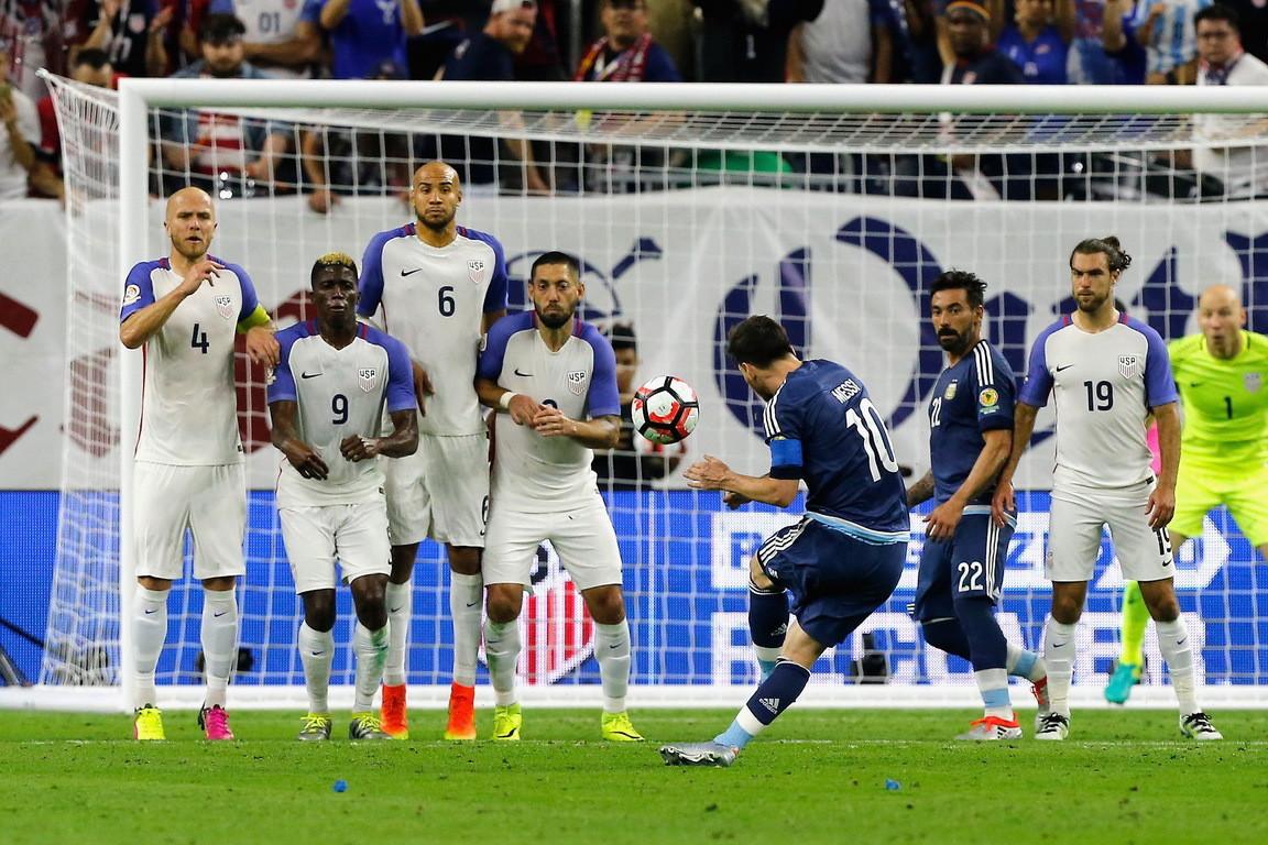 任意球_组图-梅西任意球破门 阿根廷4-0大胜美国