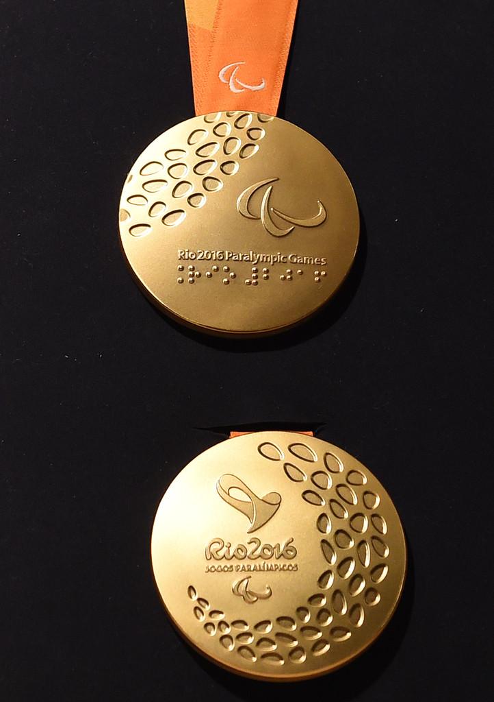 里约奥运会残奥会奖牌亮相 巴赫亲赴揭晓图片