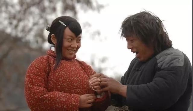 黄渤与闫妮在《斗牛》的剧照
