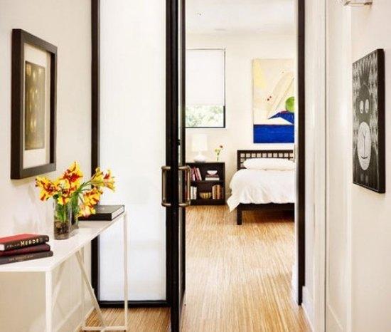 欧式客厅隔断效果图:进门的玄关区域,正对的是十分少见的卧