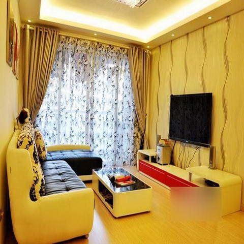 客厅的整体效果,温馨的灯光与淡黄色的墙面