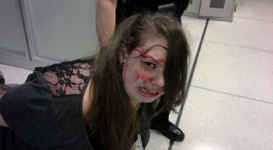 少女和狗做爱视频����_美国机场安检殴打脑癌少女 被索赔13.3万美元