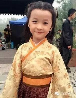 皇sei-还神奇的撞脸张艺兴   然而,幼年时期,演刘涛儿子的小赢荡却是这样