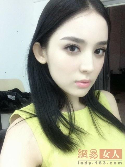 杨颖短发素颜照